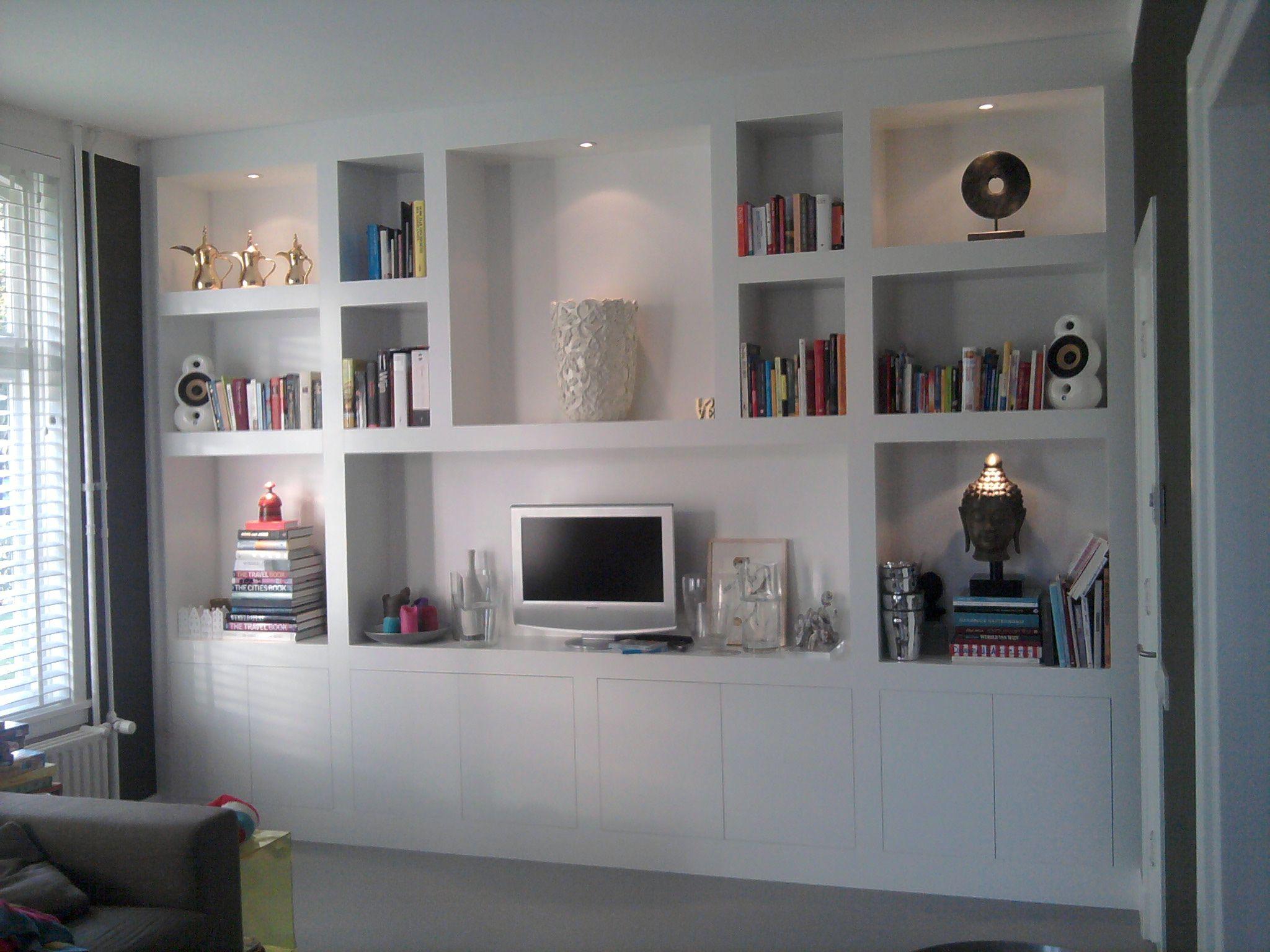 woonkamer TVkast muur tot muur met onderste gedeelte met