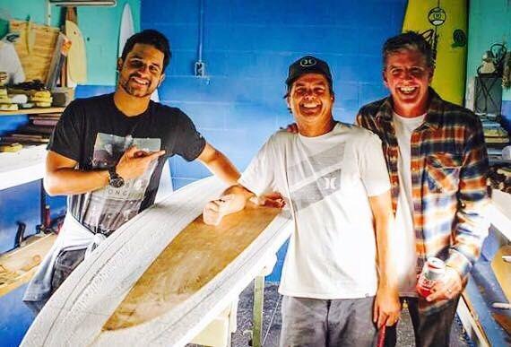 Recién terminado la  producción con Brian Bulkley @lasantasurf se enorgullece de presentaros la llegada del prestigioso #shaper  @tpattersonsurfboards A partir del 8 de #octubre estará ya por las #instalaciones de #LaSantasurf en #Soo - #Lanzarote. Visitaremos nuestros puntos en las #islas y #península así que estar atentos de las fechas. Agradeceros a todos vuestra confianza . Os seguiremos informando. #customsurfboards #lanzarotesurf #surfcanarias #shapers #surfboard #Timmypatterson con…