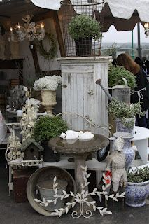 from The Vintage Bricoleur - their display at a Remnants of the Past show