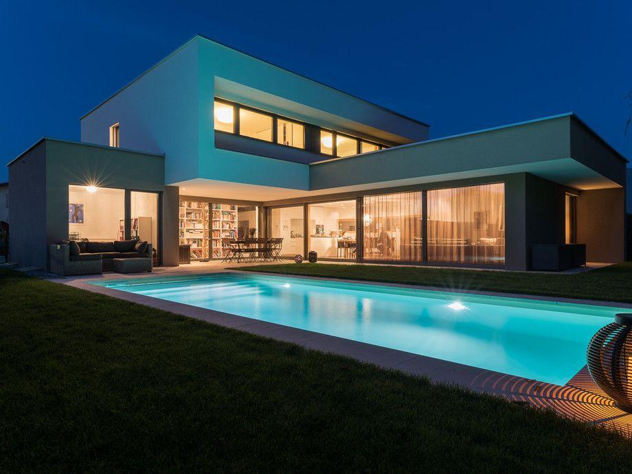 Einfamilienhaus Flachdach Überdachte Terrasse Massivbau L Form moderne Architektur L Form klares Design