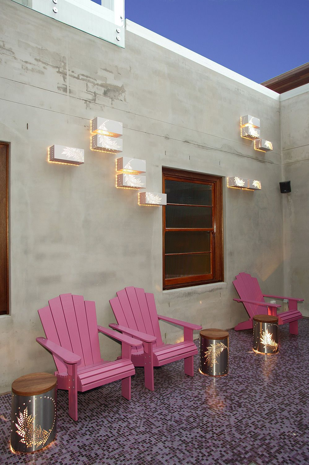 The Eastern Hotel, Sydney. Outdoor decor, Outdoor