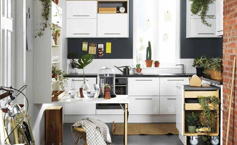 Come arredare la cucina con mobili di design con ante bianche e ...