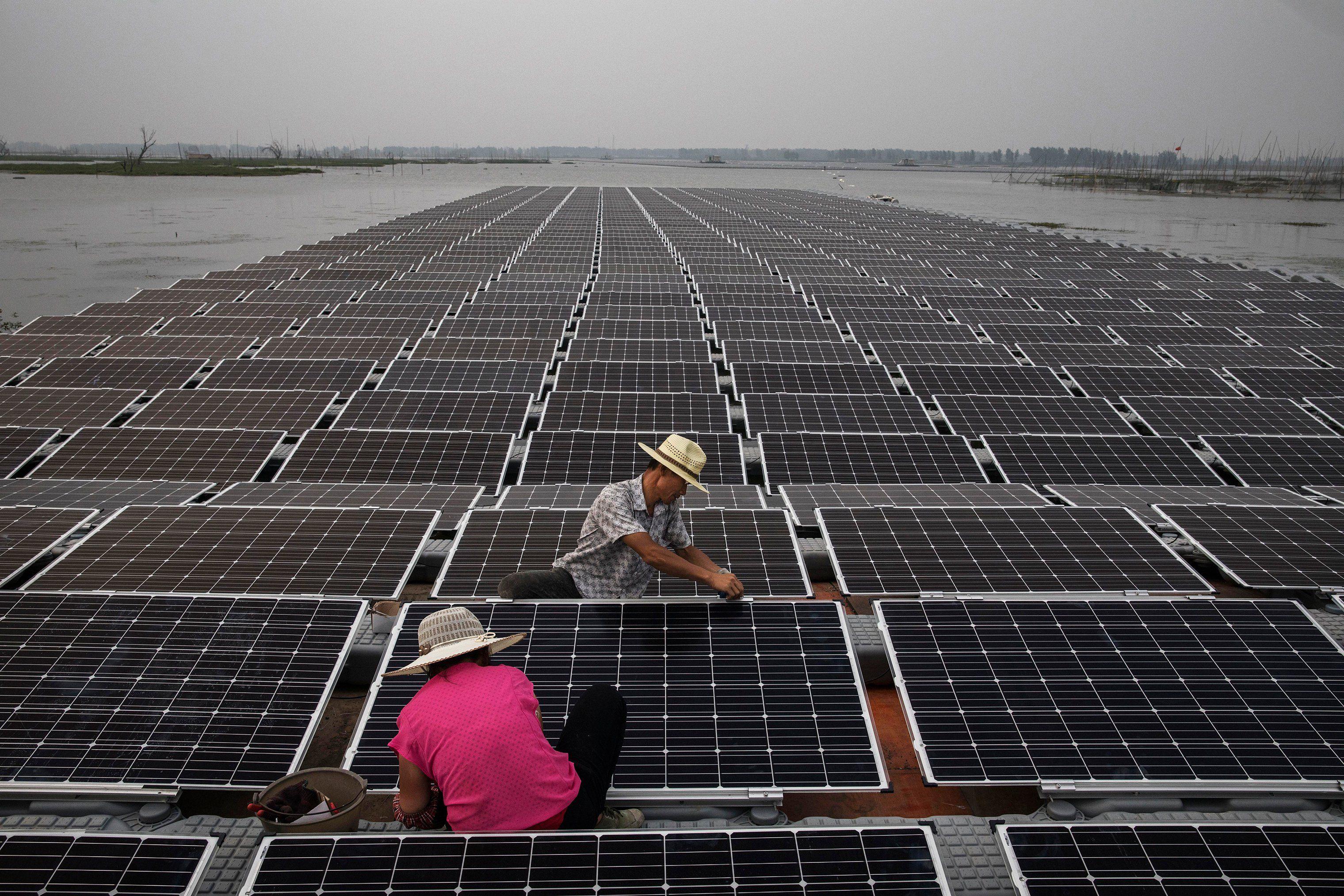 China Builds The World S Largest Floating Solar Farm Solar Panels Solar Farm Solar