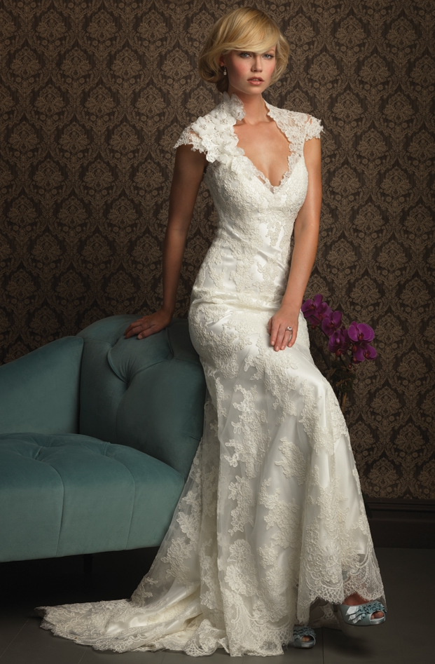 Show Your Beauty In Lace Wedding Dresses On