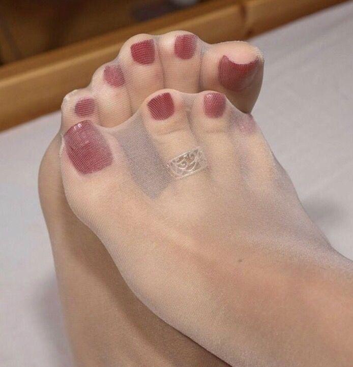 Black nylon toes