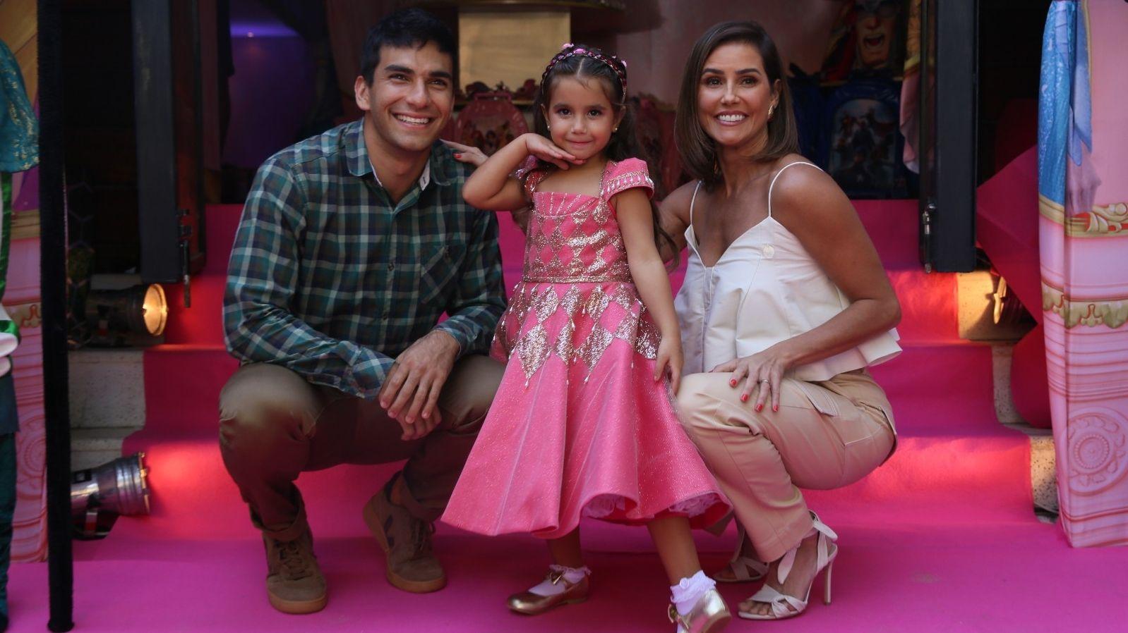 Deborah Secco Vai Montar Peca Para A Filha Estrear No Teatro Ela