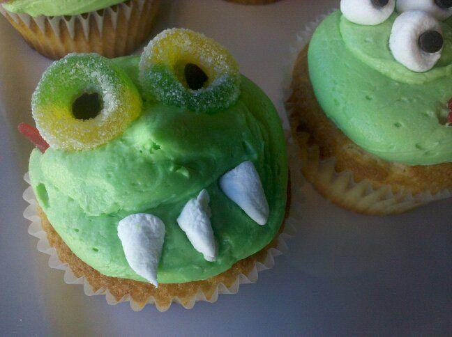 Halloween Monster Cupcakes #enjoybakedgoods