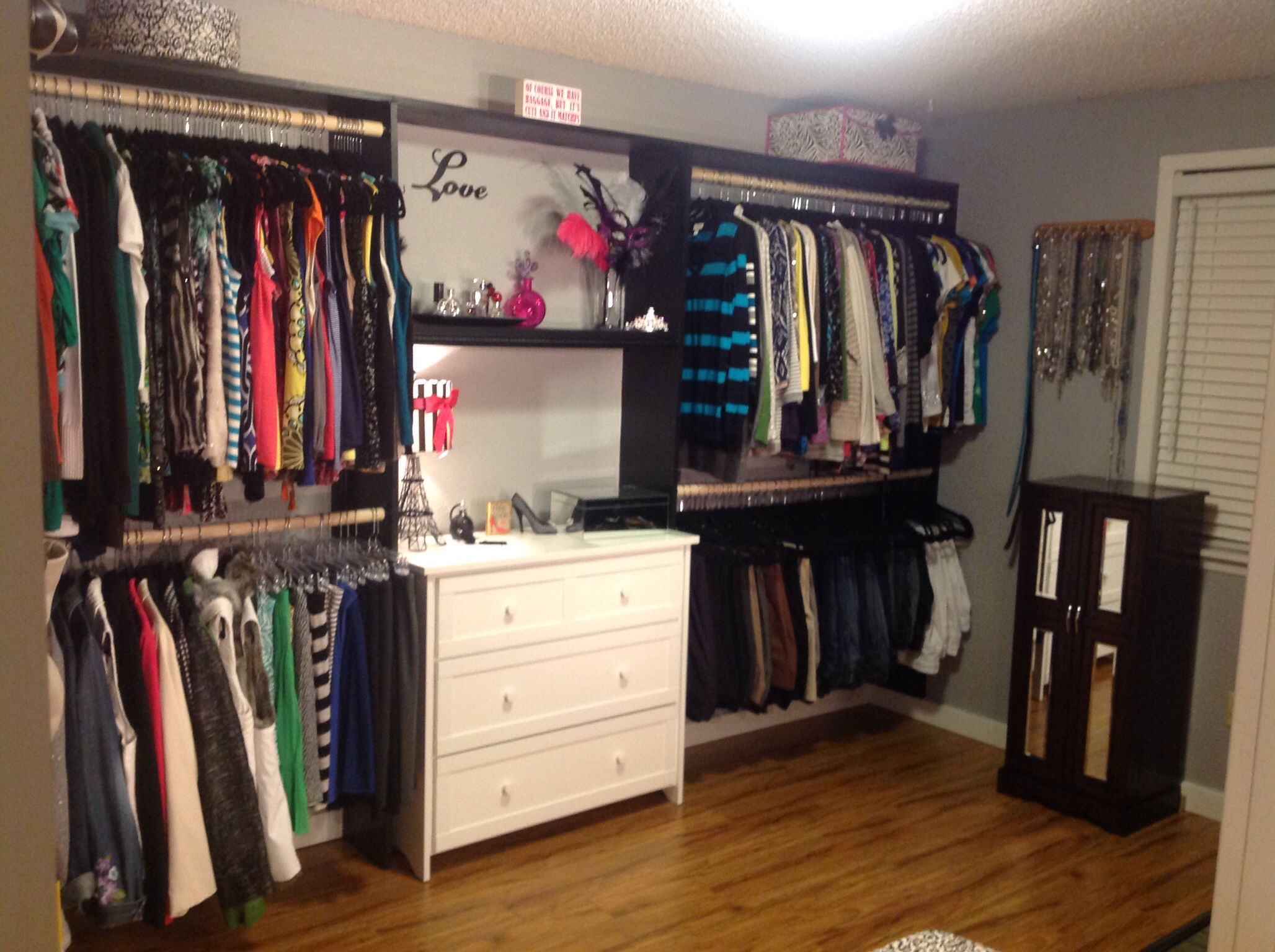 Turned a spare room into a closet. How to turn a spare bedroom into a dressing room or walk in closet