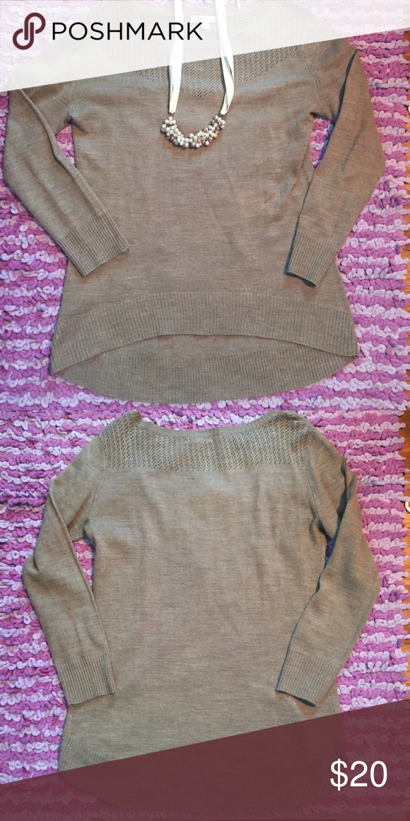 New York and Co sweater, size M Excellent condition, very cute I would just like someone to get more wear out of it :) This is great to wear with leggings or skinny jeans and boots. It is slightly longer in the back. Size medium, pet and smoke free. New York & Company Sweaters Crew & Scoop Necks