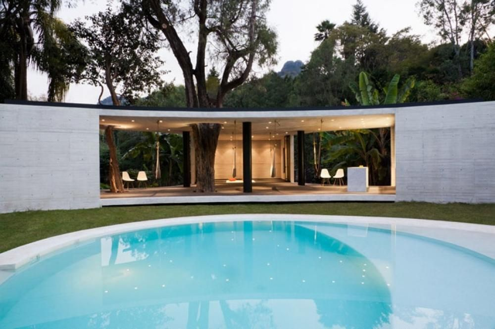 Round Shape Swimming Pool Shape Design Luxurious Bungalow