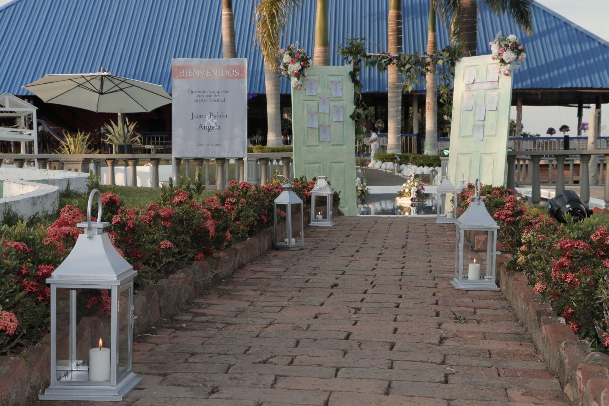 Idea para la bienvenida y seating plan en bodas campestres