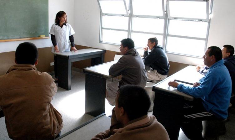 Considerando que la educación puede ser la mejor manera de reinsertarse en la sociedad, los centros penitenciarios han puesto en marcha diversos programas de escolarización centrados en los cientos de políticos corruptos que habitan las [...]
