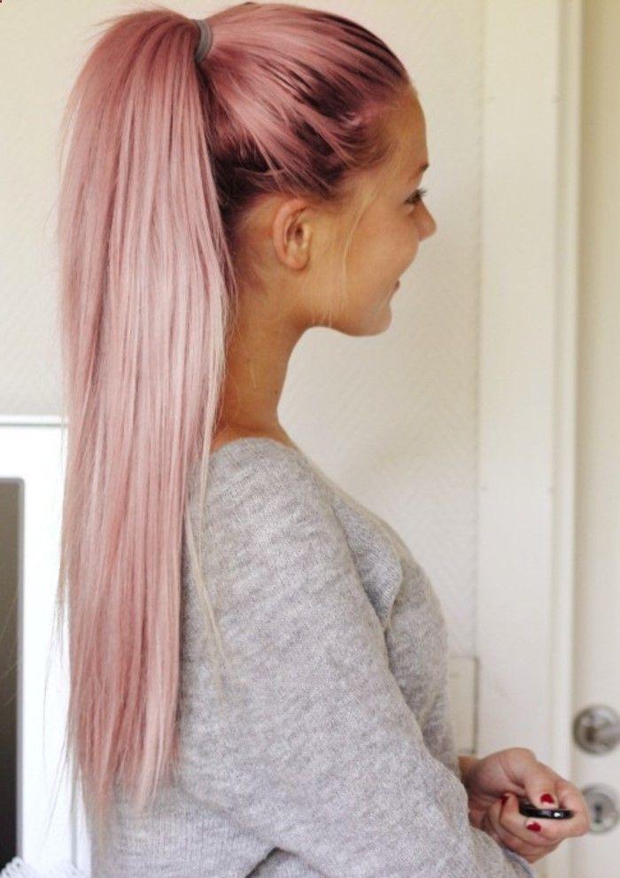 couleur cheveux rose pastel, queue de cheval longue