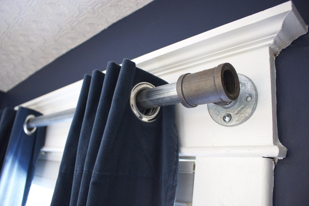 Diy How To Make A Curtain Rod From An Industrial Pipe Industrial Curtain Rod And Industrial
