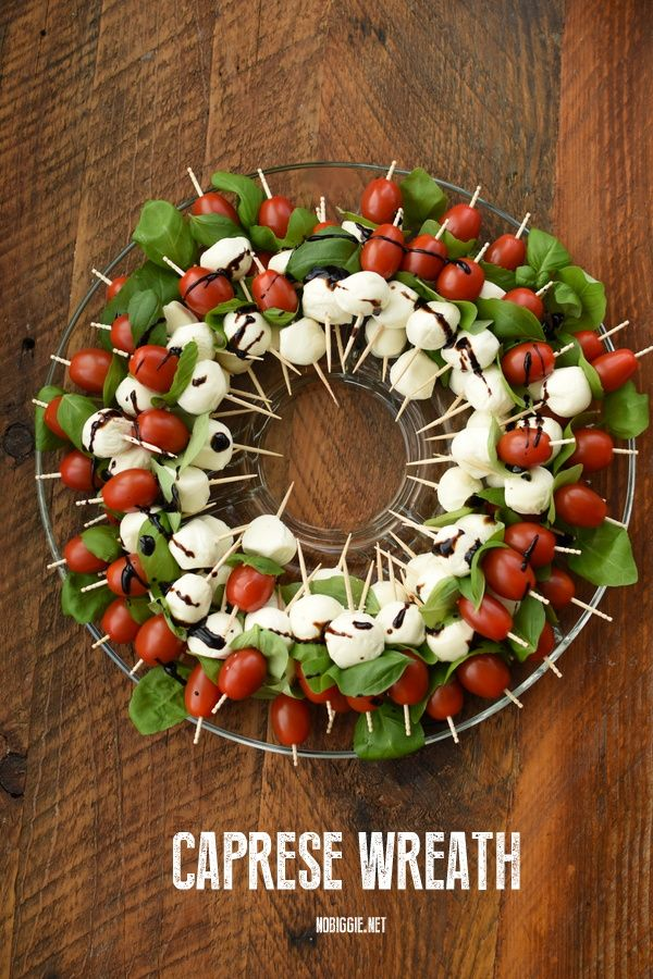 Caprese Wreath #partyappetizers