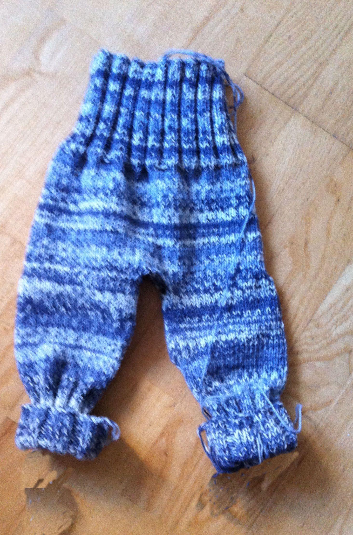 78954f2a Disse strikkede baby bukser kan du finde opskrift på her på siden. De  sidder perfekt