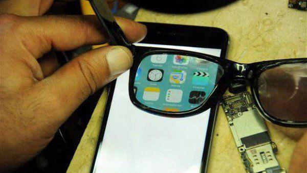 Anteojos que ocultan la pantalla del telefono a los extraños