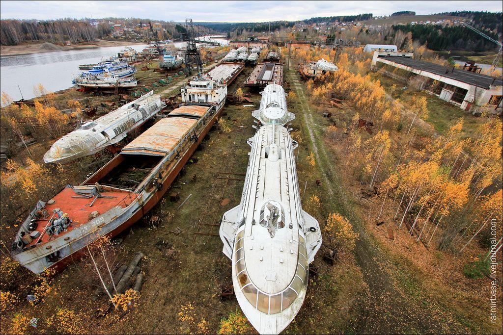 фото брошенных подводных лодок меховая жилетка