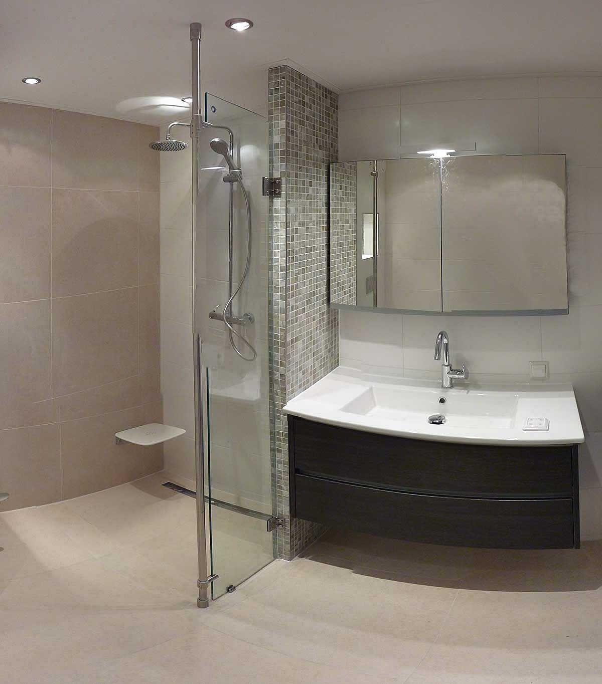 Mozaik wand badkamer~badkamer meubel   Badkamer   Pinterest