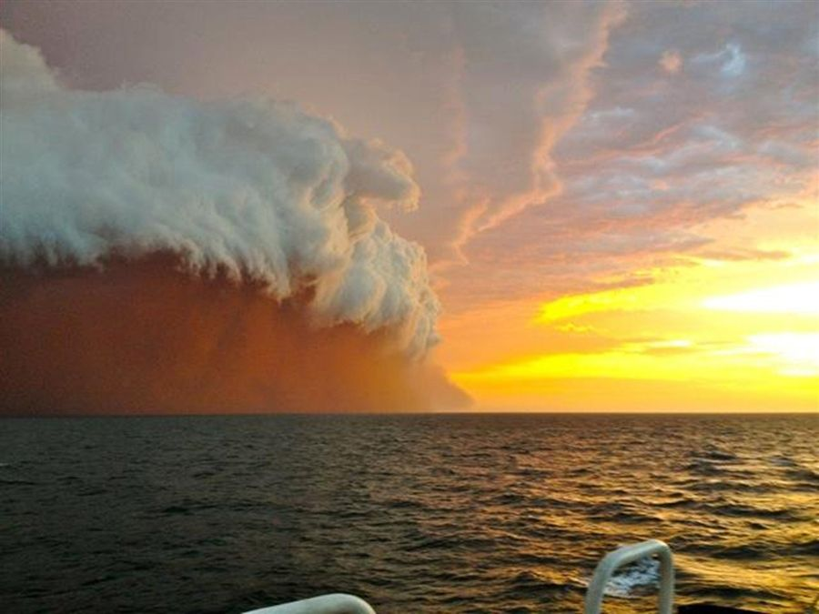 Incredible Sight Forms When Dust Storm And Rain Clouds Combine - Beautiful photographs of storm clouds look like rolling ocean waves