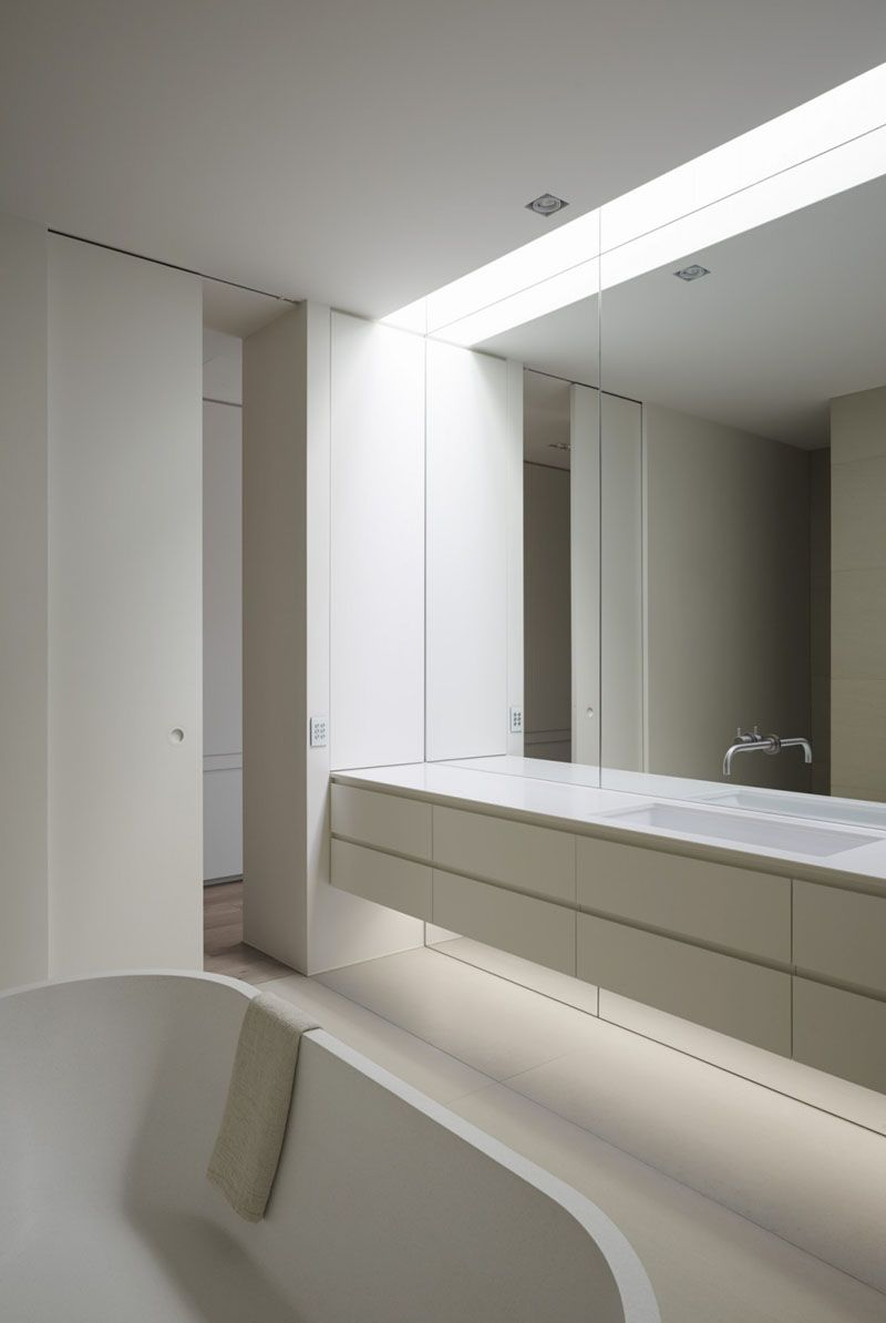 Bathroom Mirror Ideas Fill The Wall The Mirror In This Bathroom Reaches The Full Span Of The Wall Bathroom Mirror Mirror Wall Bedroom Mirror Wall Bathroom