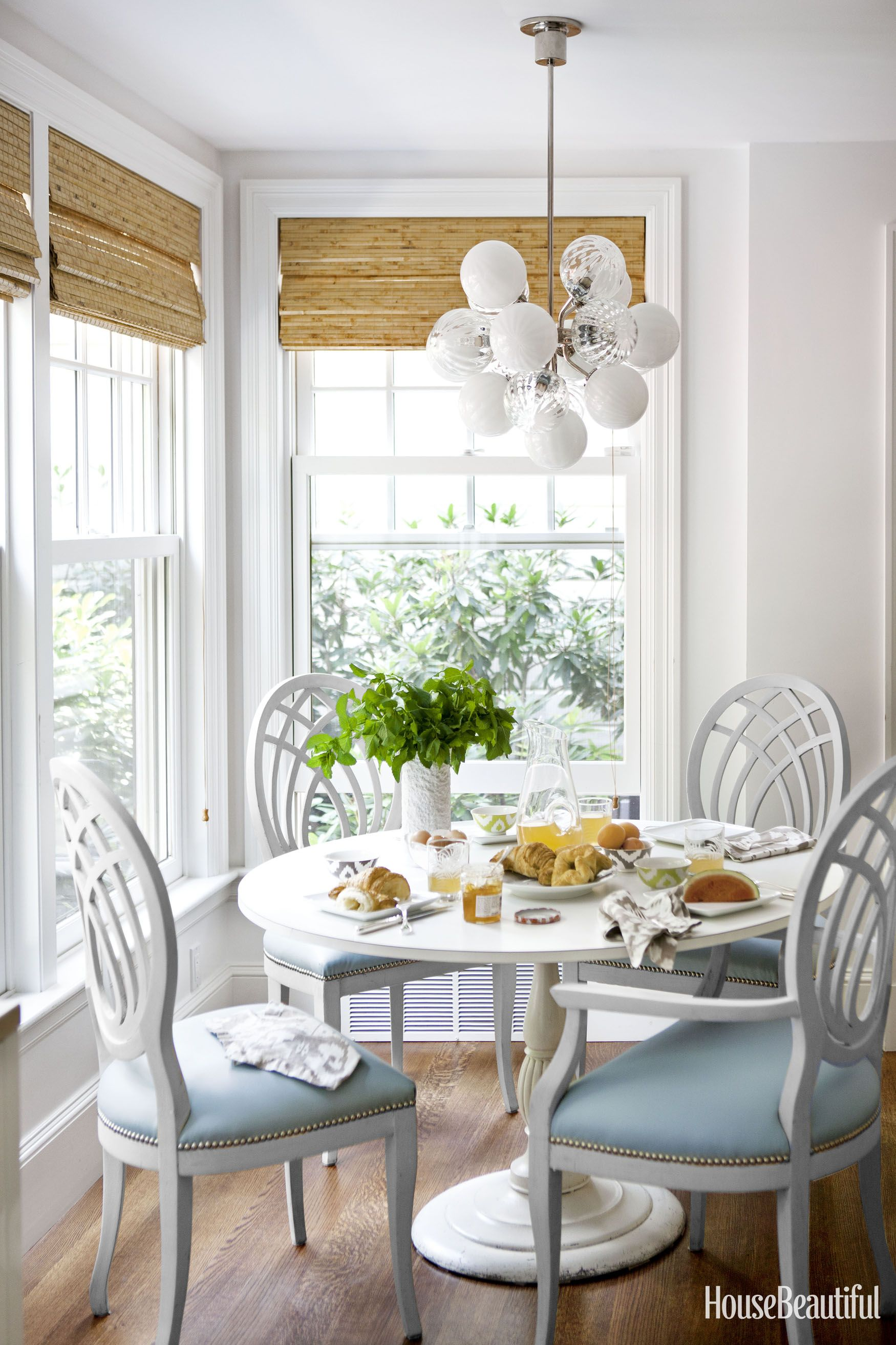 Cozy Breakfast Nook Ideas That Will Fit Any Style Size Or Budget Coastal Dining Room Nook Furniture White Round Dining Table