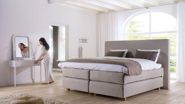 Klassieke slaapkamer met boxspring van Swiss Sense. Deze boxspring ...