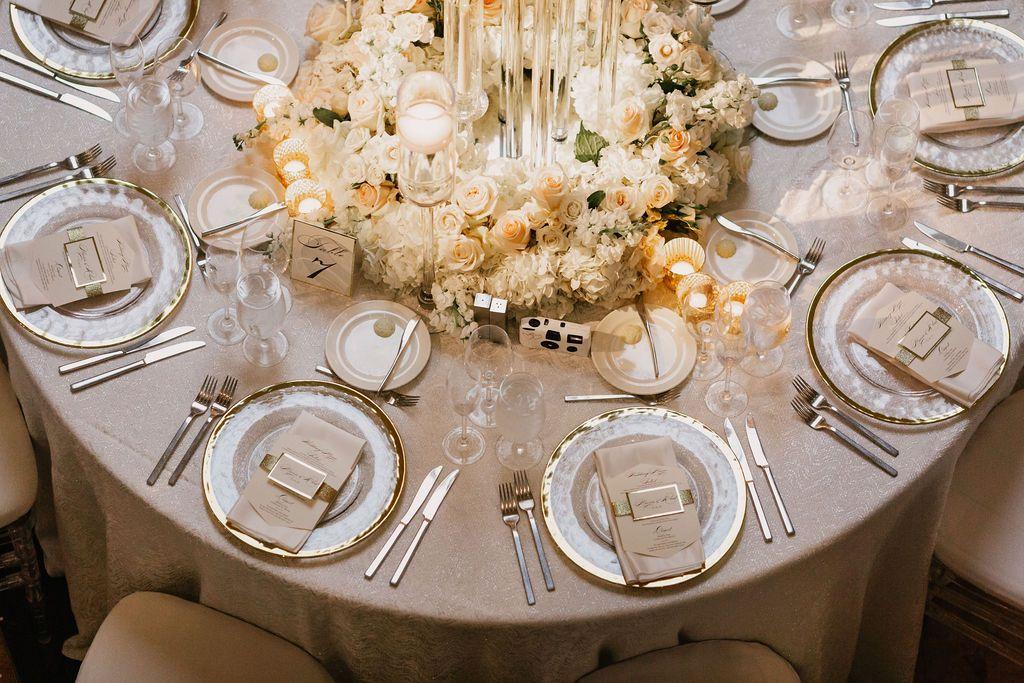 #wedding #candles #decordetable #mariage #chic #weddingcandles #mariagedeluxe #tableware #tablecloth #tabledecorations #weddingplanner