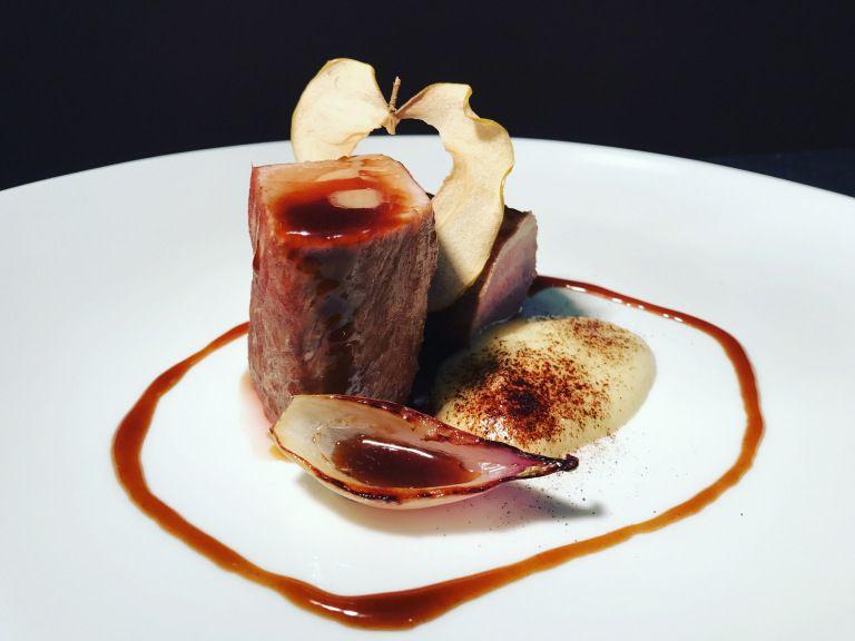 Photo of Filetto di Maiale alla birra rossa e purea di mele alla liqu…