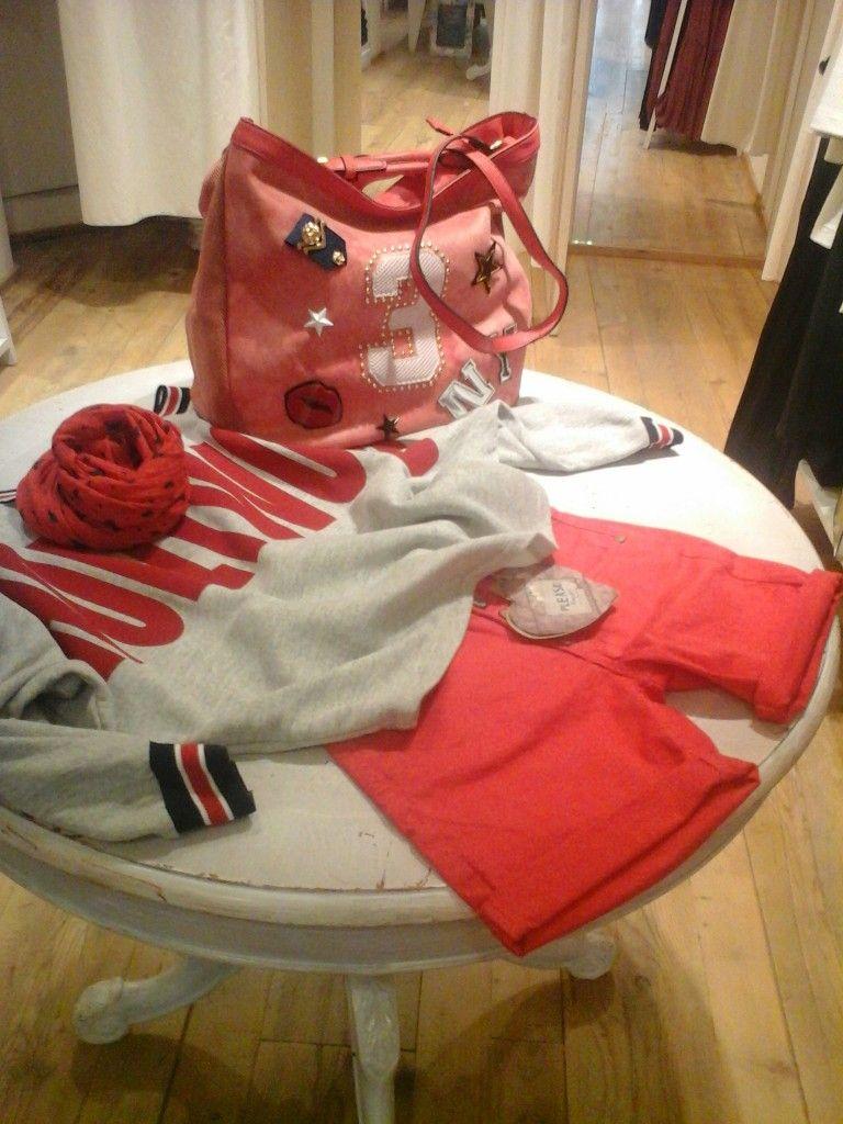 Short rosso con maglia scritta HOLLYWOOD********