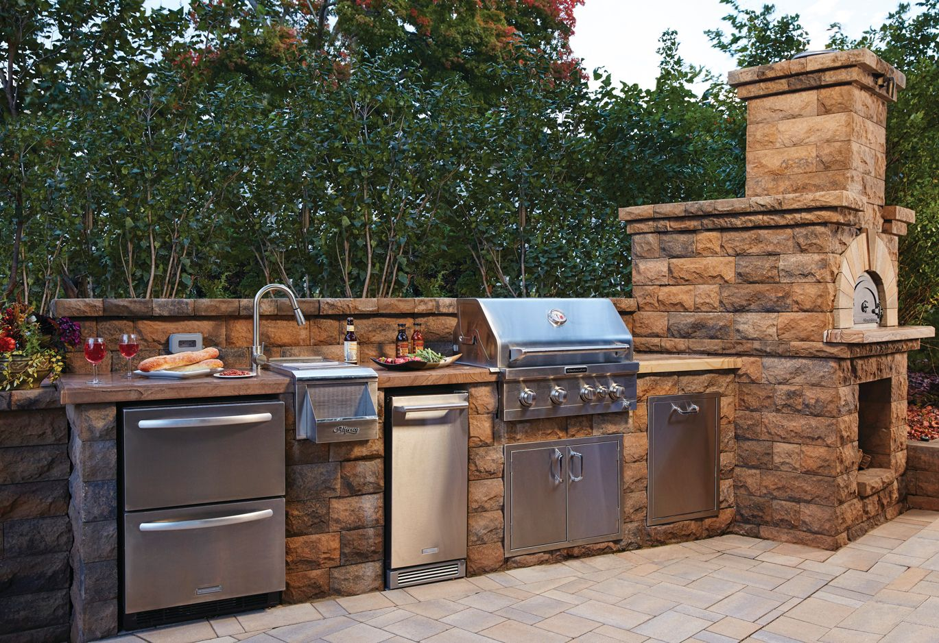 Find Out What S Cooking In The Latest Outdoor Kitchen Design Trends Outdoor Kitchen Outdoor Kitchen Appliances Outdoor Kitchen Countertops