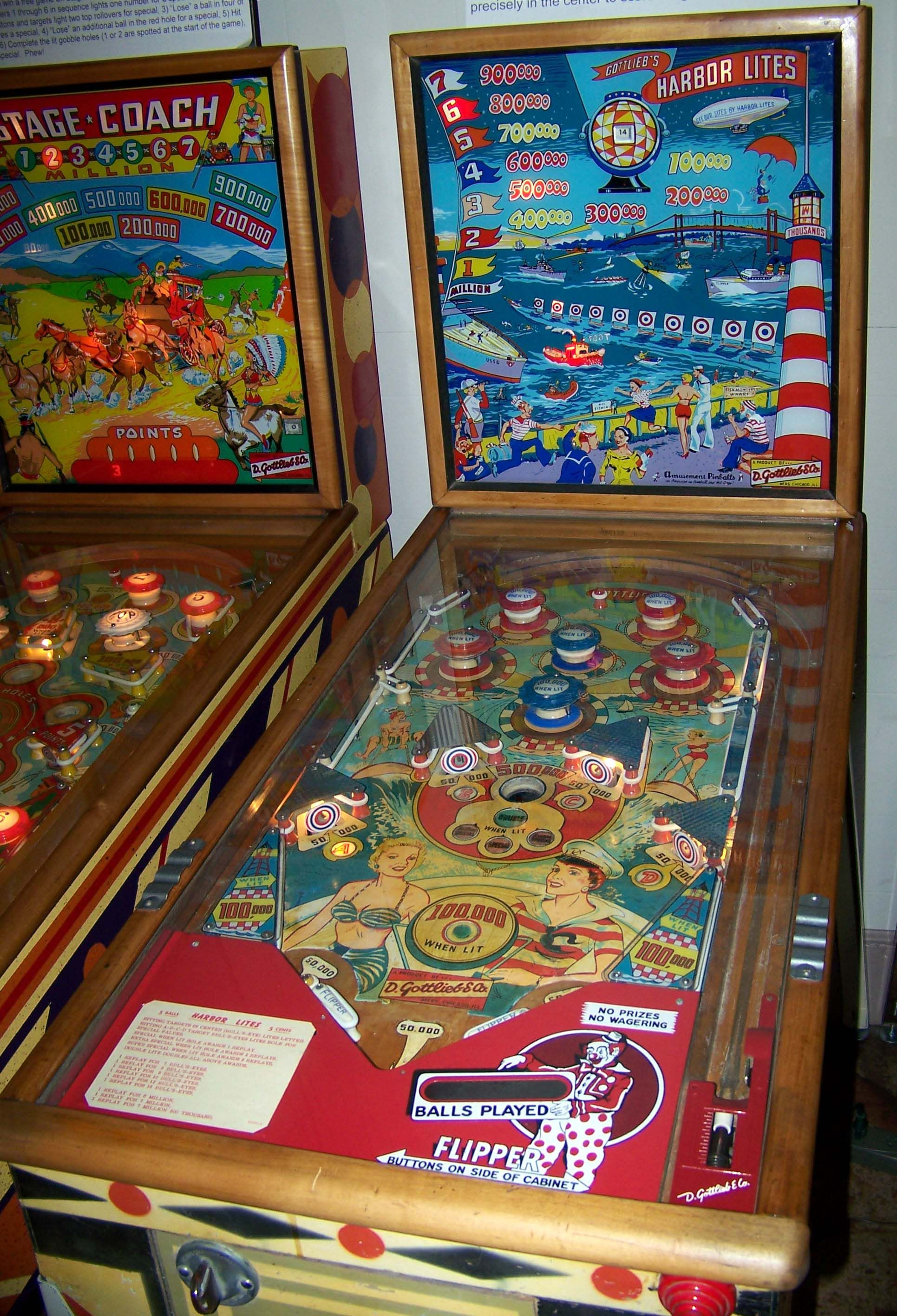 Arcade Pinball Machine Automatically Counts and Plays Music