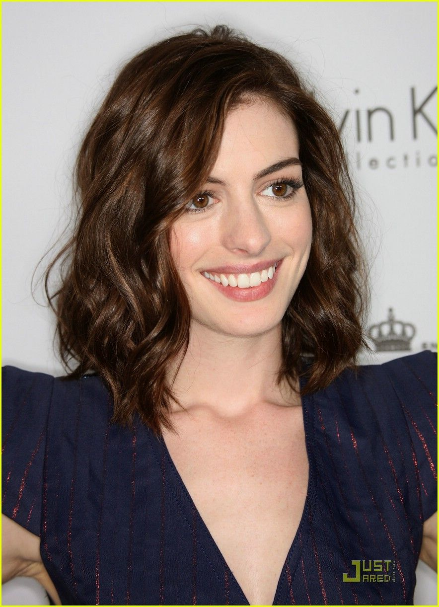 hair medium length Anne hathaway