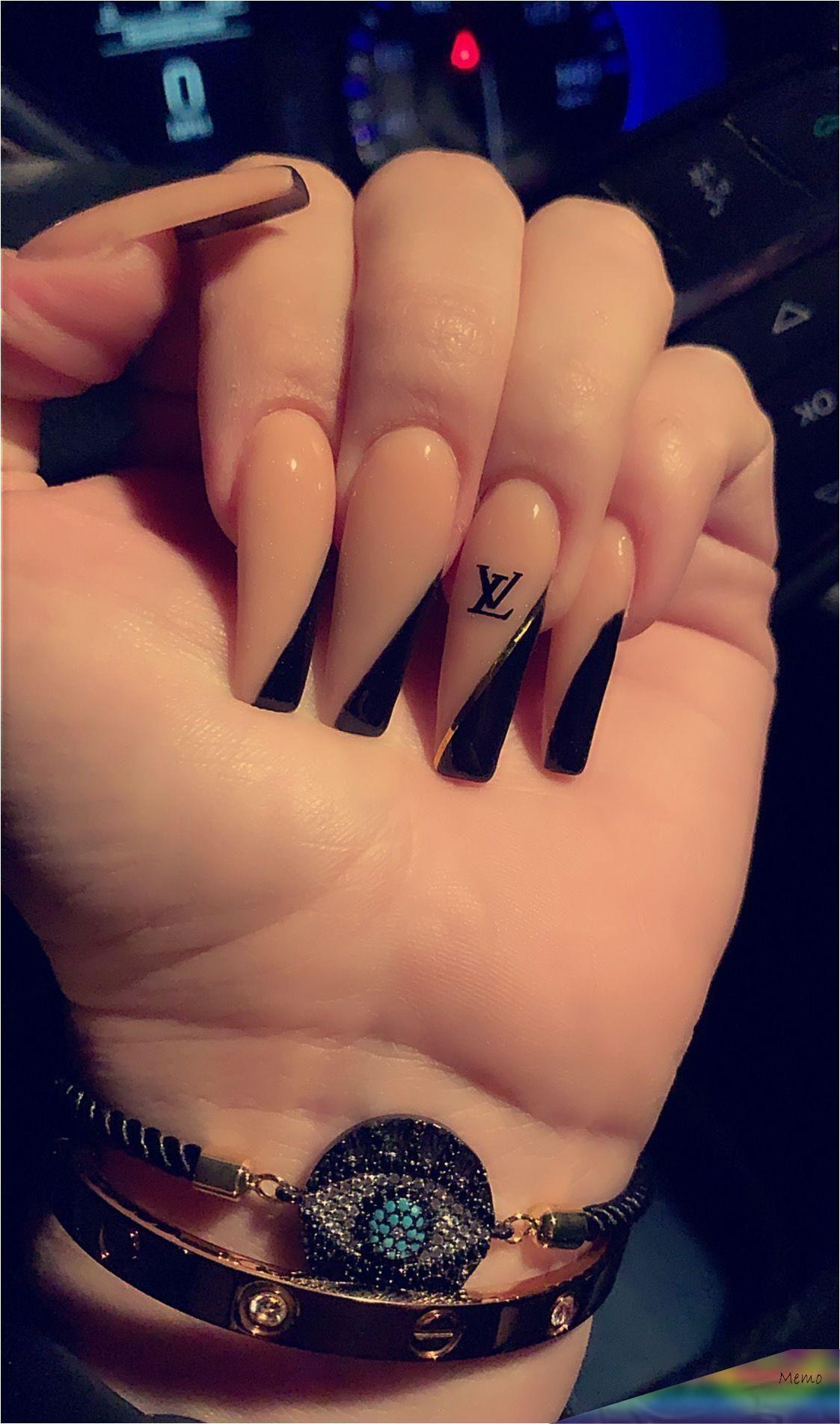 25-dic-2019 - Long coffin nails Louis Vuitton nails corner painted nails black n