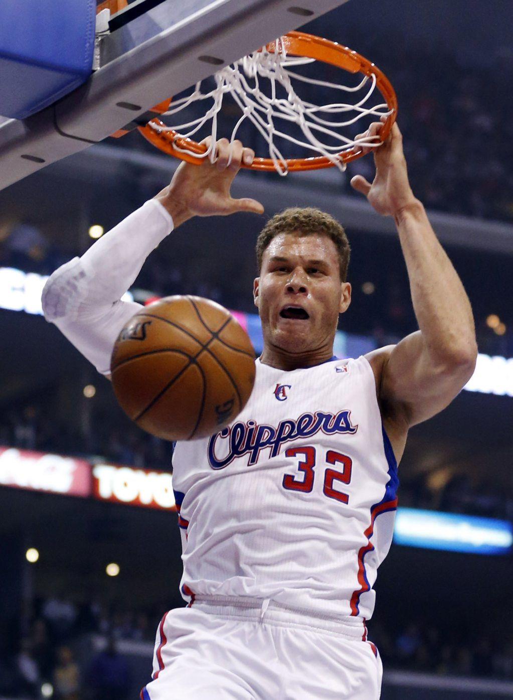 Los Angeles Clippers' Blake Griffin dunks the ball on an alley-oop pass from teammate Chris Paul against the Lakers during the first quarter...