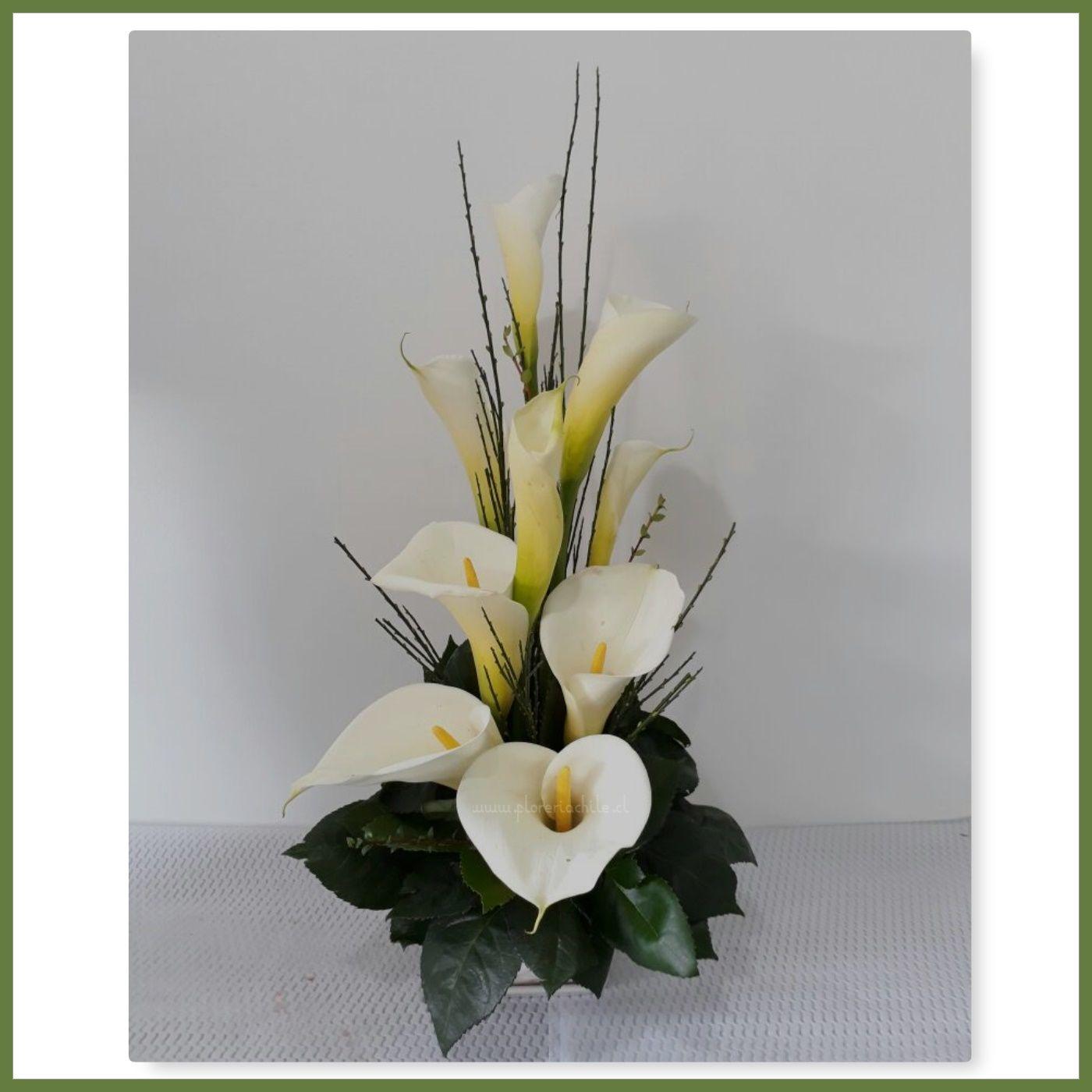 Hermoso Arreglo Floral Con 09 Varas De Calas Finamente