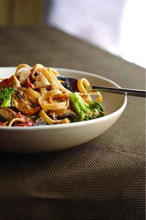 Loaded Alfredo with Chicken and Vegetables! (from Mens Health Magazine) This is soooo good and way better for you than Olive Garden alfredo sauce!