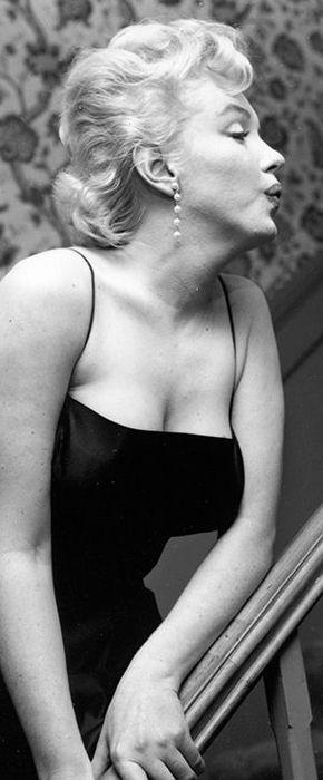 Marilyn Monroe. A George Vreeland Hill post.