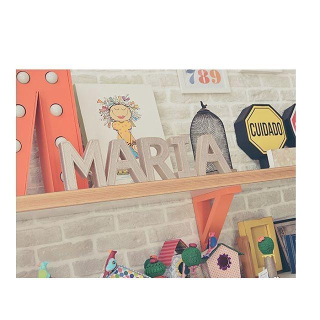 pequenos detalhes de decoração, grandes inspirações... itens que dão mais personalidade e vida ao quarto das crianças! ❤️ veja mais peças da loja em nosso site: link na bio