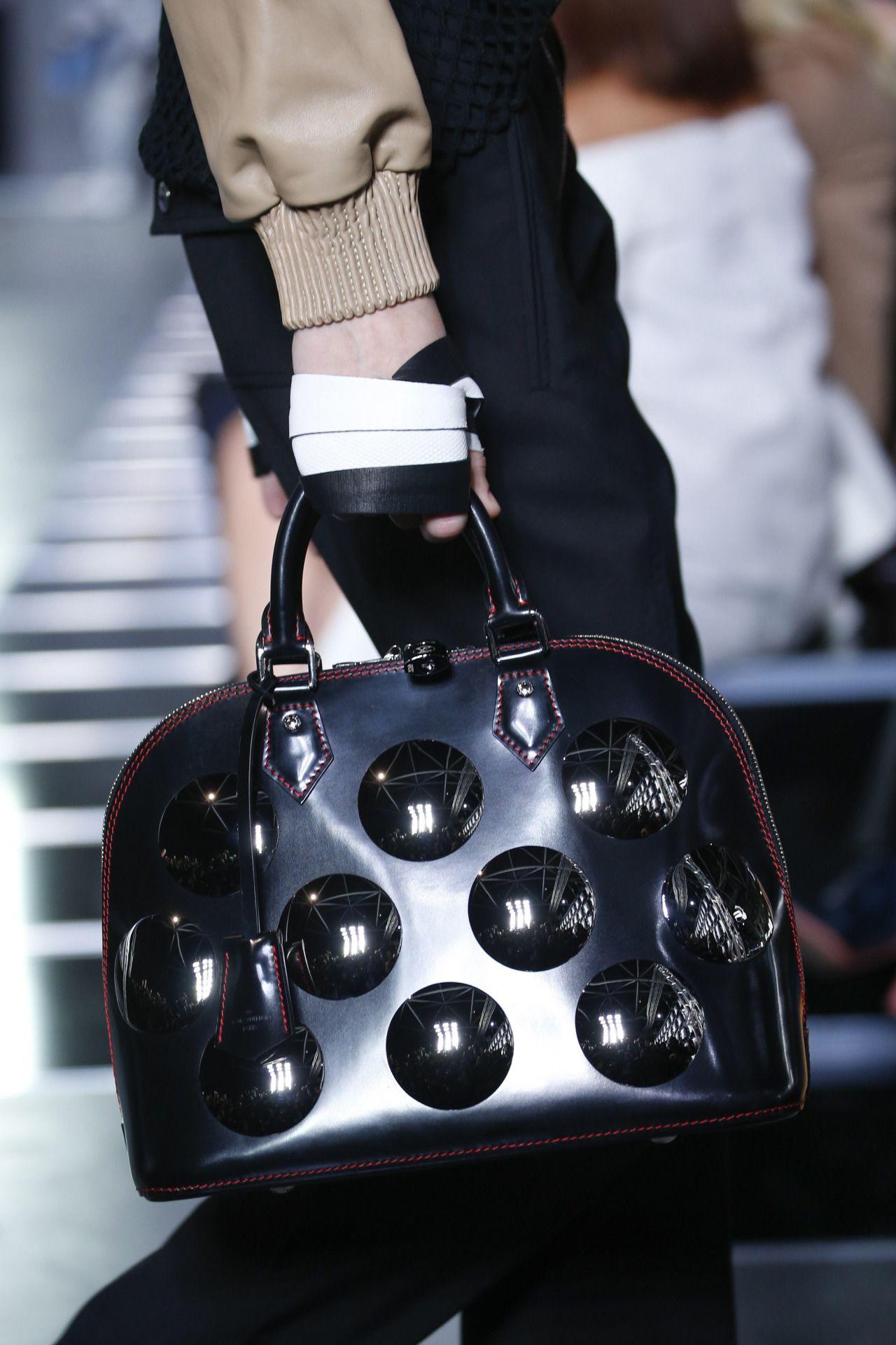 Louis Vuitton - Paris Fashion Week / Spring Summer... - welcome in the world of fashion