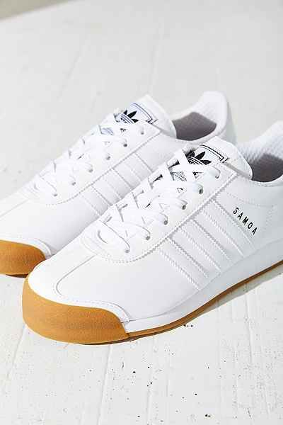 buy online e6fc7 58a5f adidas Originals Samoa Gum-Sole Sneaker - Urban Outfitters