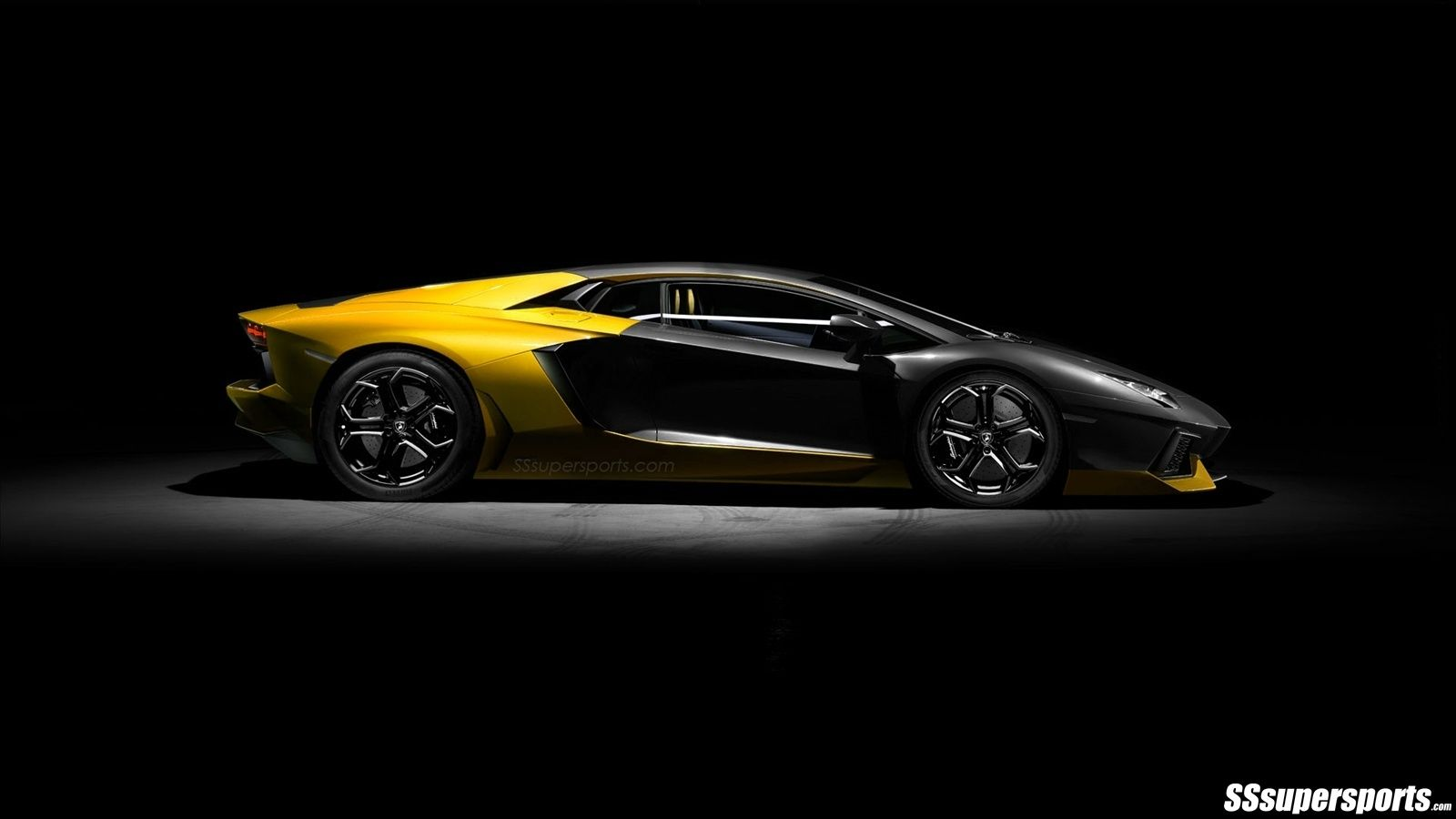Yellow and Black Aventador pic.1 Sports cars