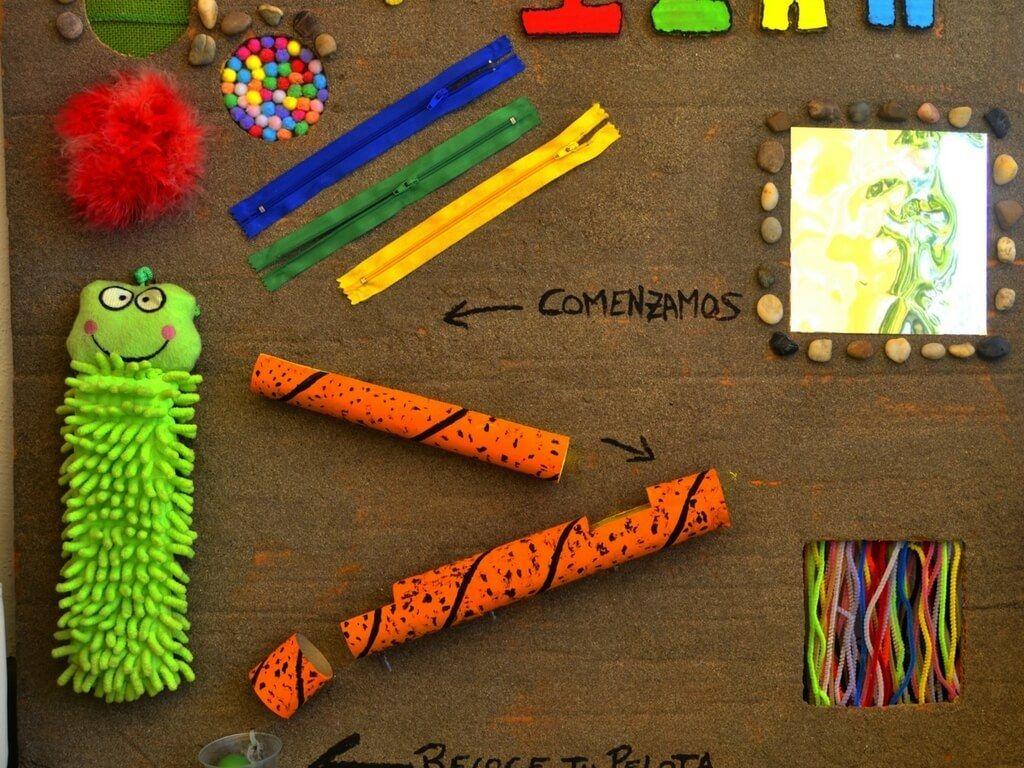 Panel Sensorial Montessori Como Hacer Uno Paso A Paso Cucumama Creative Paneles Sensoriales Actividades Motoras Finas Para Niños Juegos Sensoriales Para Niños