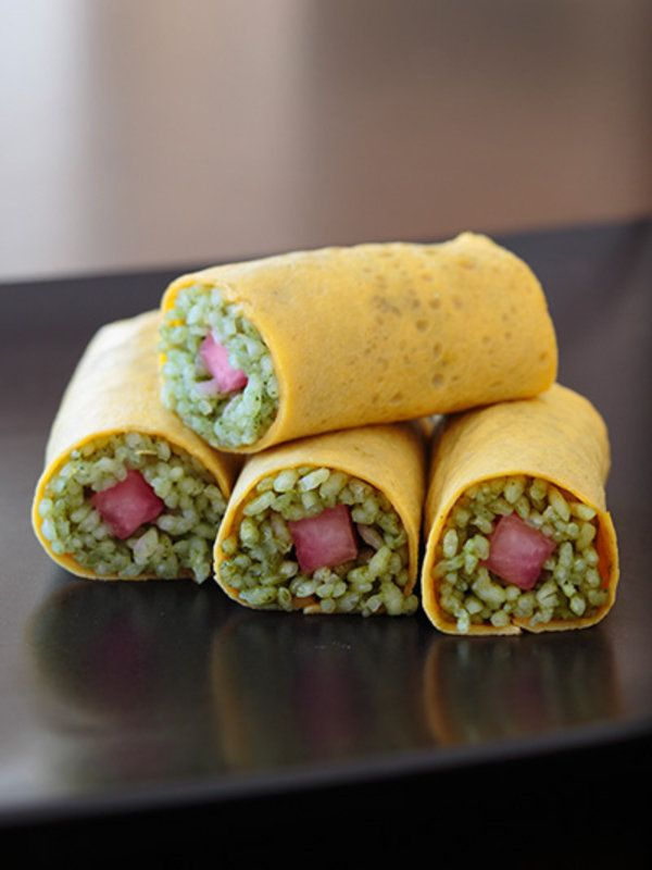 Recipe:抹茶ごはんの彩り巻き寿司/ほんのり抹茶味と梅酢の大根がさわやか!//Manbo