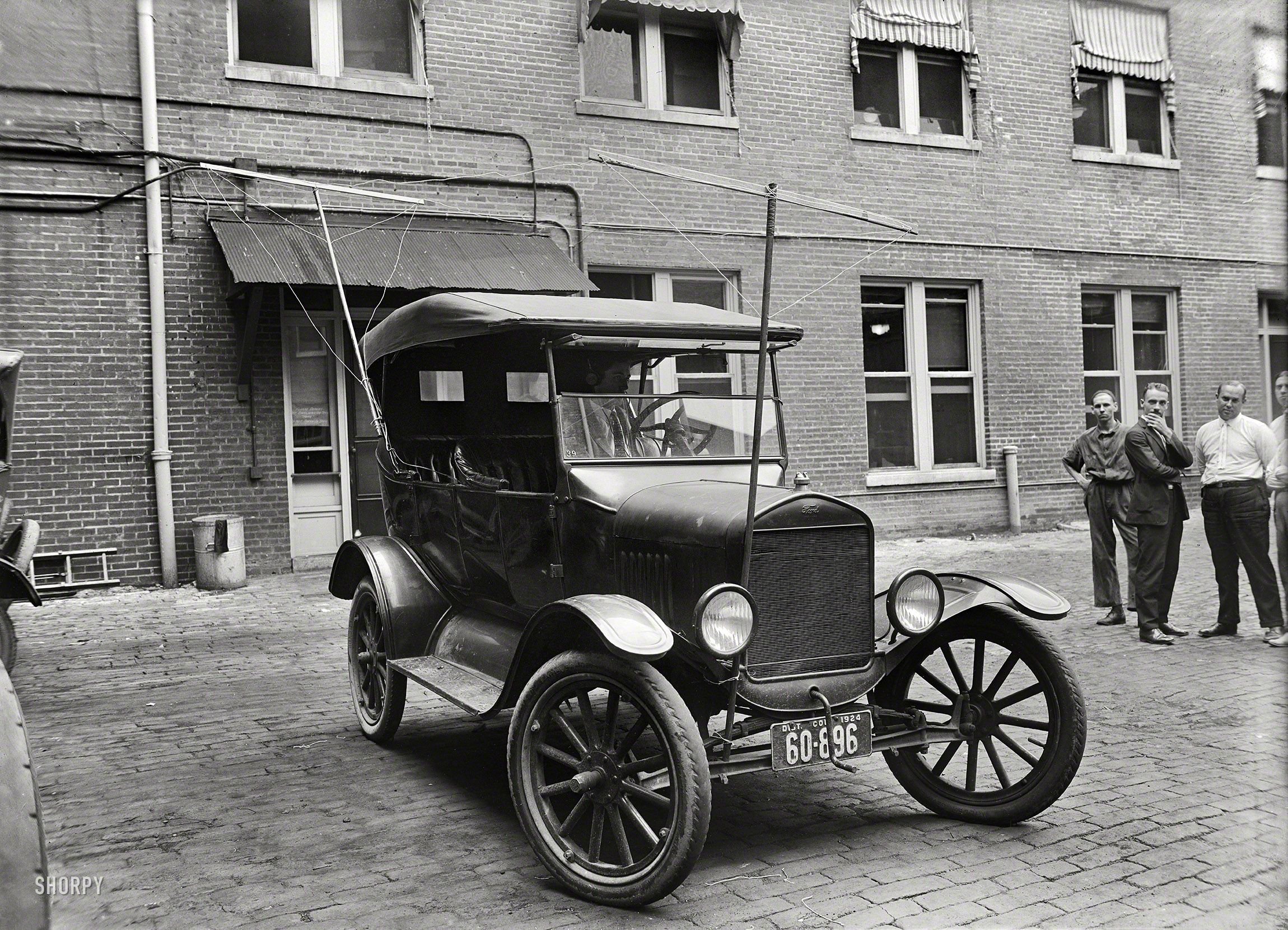 "1924 Washington D C ""Auto equipped with radio made for Potomac"