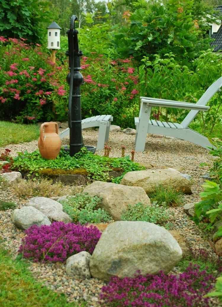 Kies-Schicht, Bodendecker und große Steine garten Pinterest