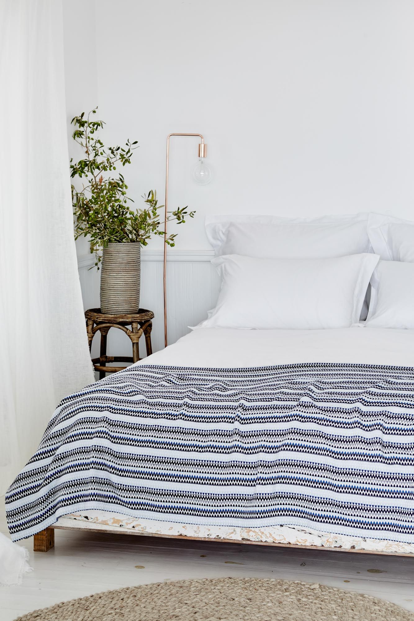 Tagesdecke Bett Wolle Introduce A Blast Of Pattern And Colour Into A Crisp White