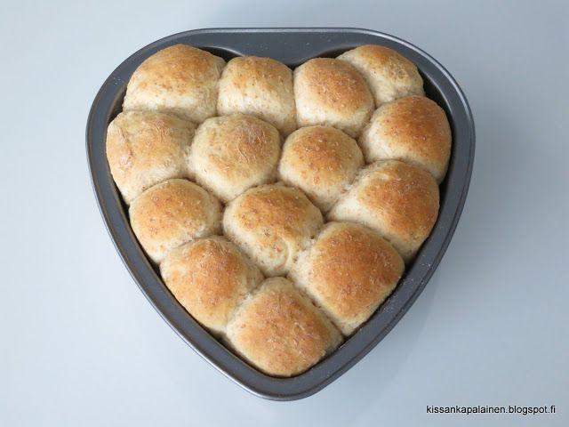 Kissankäpälä: Rouheinen sämpyläsydän, bread roll heart
