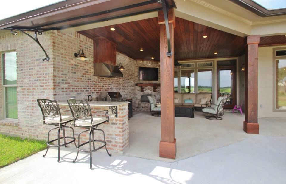 Outdoor living area - yes please!!!! Photo from Madden Home Design