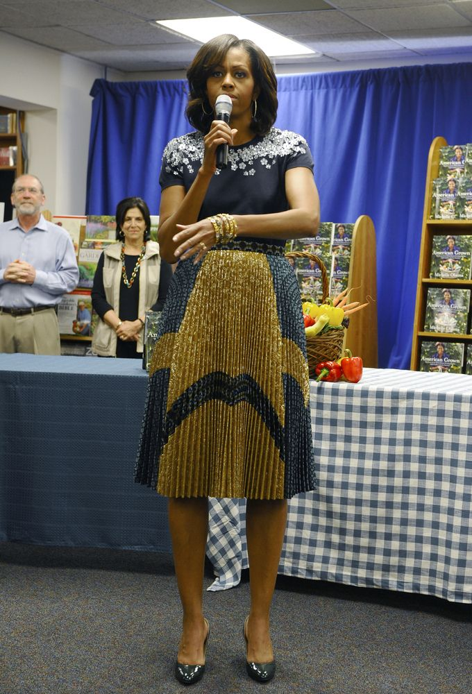 Photos Michelle Obama Stops By Dc Bookstore Mrs Obama